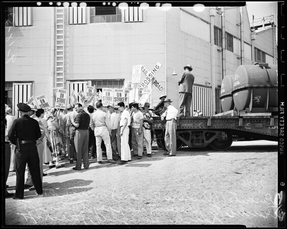 Pickets at El Segundo, 1951