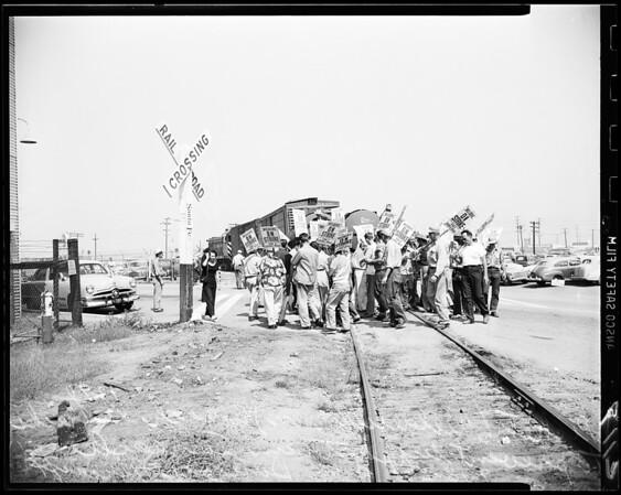 Pickets at El Segundo, 1951