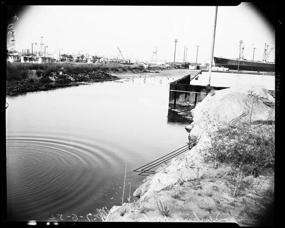 High tide versus Long Beach Harbor sinking, 1952