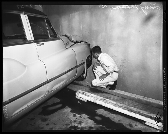 Car into Altadena post office when brakes failed, 1958