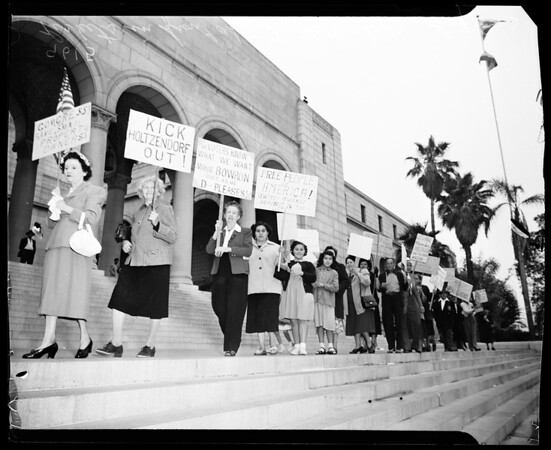Housing pickets, 1952
