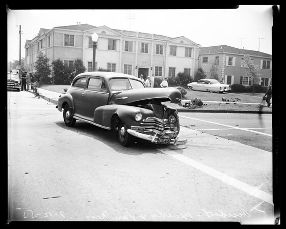 2 car crash at Beverly and Van Ness Avenue, 1955