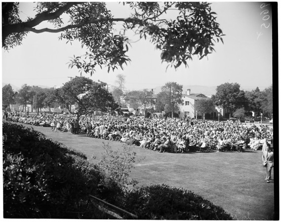 Beverly Hills High School graduation, 1952