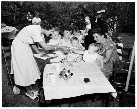 Baby party at Pasadena Women's Hospital, 1952