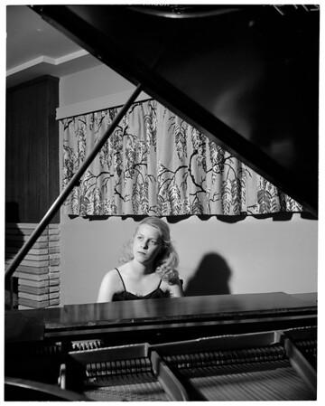 Monrovia pianist, 1952