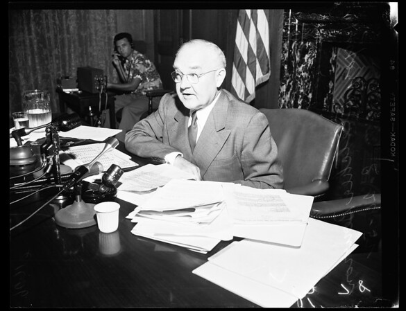 Mayor reports on C.H.A. contract, 1952