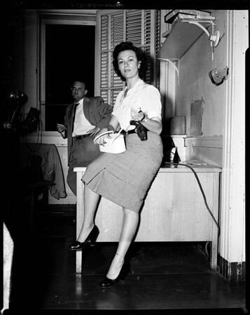 Policewoman lures rape suspect, 1952