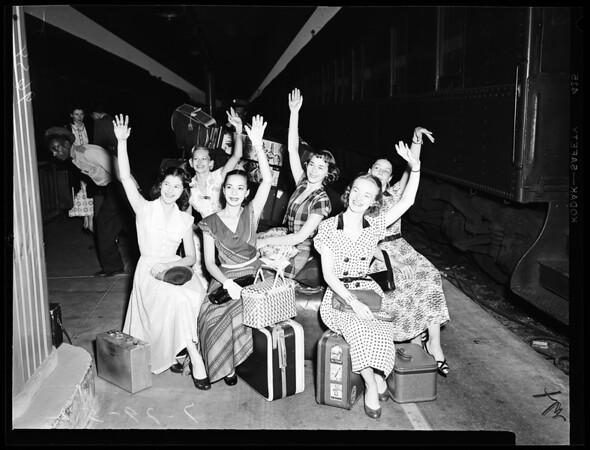 Ballet Theatre Troupe arrive at Union Station, 1952