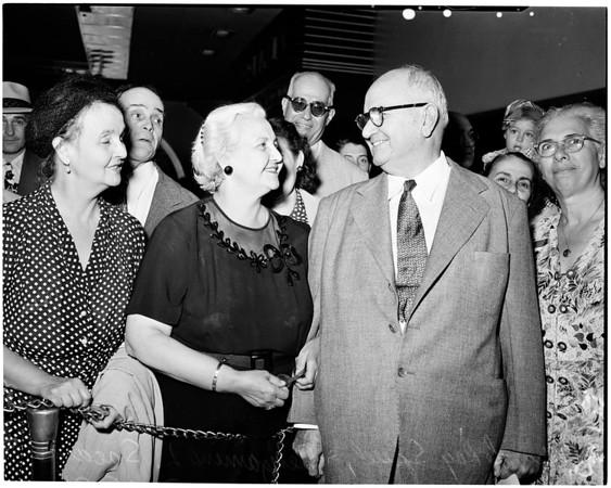 Former President of Nicaragua arrives (Union Depot), 1951