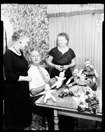 Carthay Women's Club plan bazaar, 1957