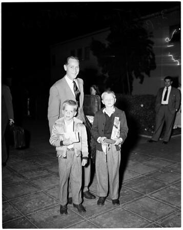 Franchot Tone arrival (airport), 1951