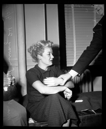 Blonde collapses in court, 1954
