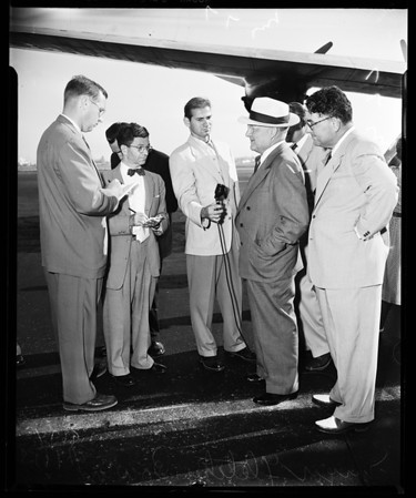 Mayor Bowron arrival at International Airport, 1952