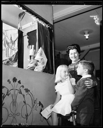 UCLA Faculty Wives -- Plan puppet show, 1957