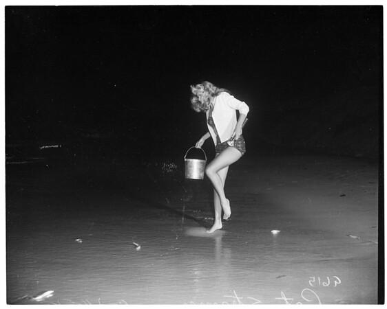 Novice catches grunion, 1952