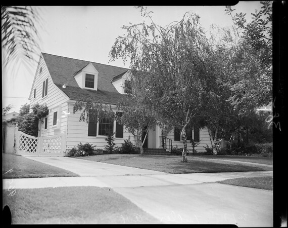 Harry Allen home for sale (burglar suspect), 1952