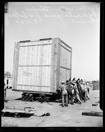Largest crate to ever leave harbor, 1952