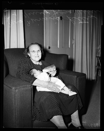Champion grandmother has 100 living direct decendants, 1952