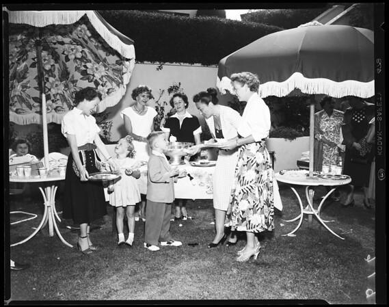 Marymount Mothers Club, 1952