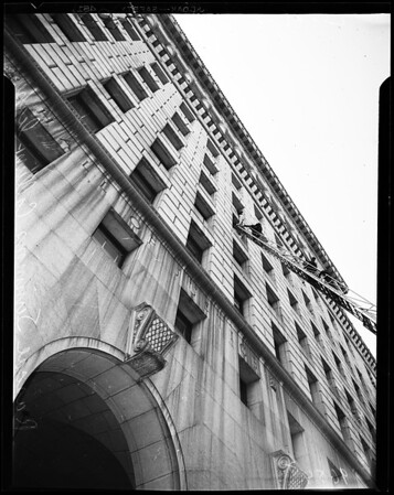 Attempted suicide (Federal Building), 1952