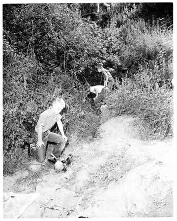 Body of woman found in Hollywood Hills, 1954.