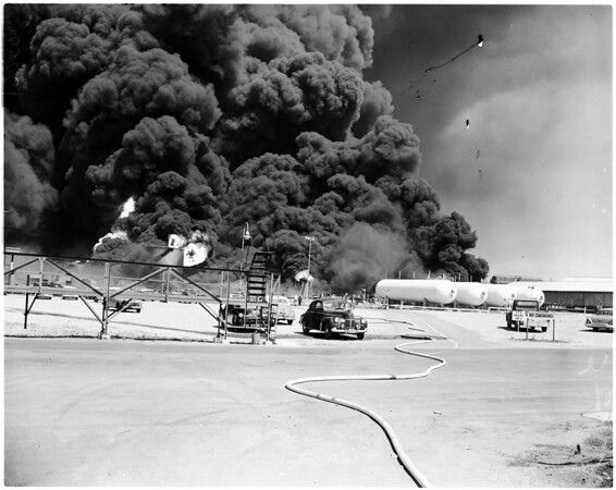 Signal Hill oil fire, 1958