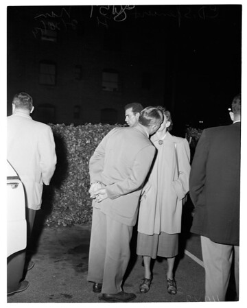 Shooting suspect captured (2901 South Flower Street, Los Angeles), 1954