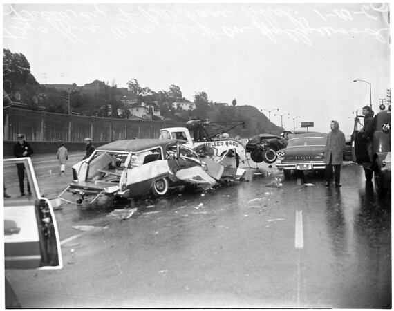 Freeway traffic accident, 1960