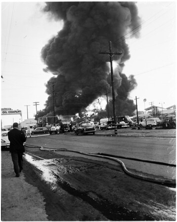 Hancock Oil fire in Signal Hill, 1958