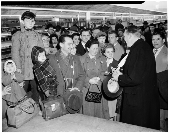 Refugees arrive at Union Station (from Europe), 1956