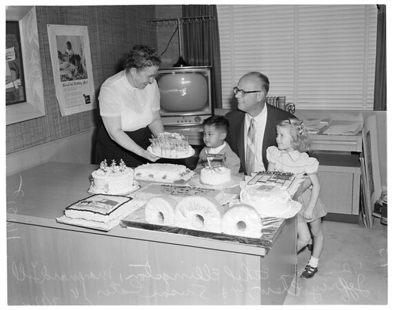 200 Cakes (Bullocks), 1954