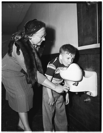 Grandmothers fight for boy, 1951