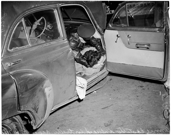 Traffic accident at Beverly and La Brea, 1956