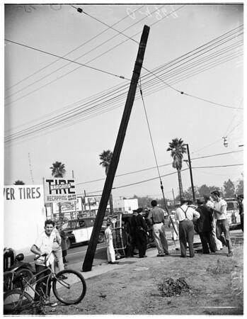 Auto into pole (87th Street and Figueroa Street), 1951
