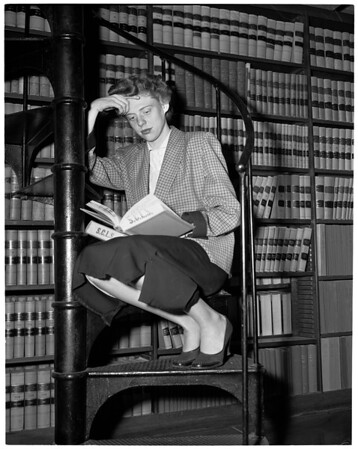 University of Southern California co-ed earns Yale law scholarship, 1956