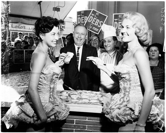 Debs passes out pizza, 1958