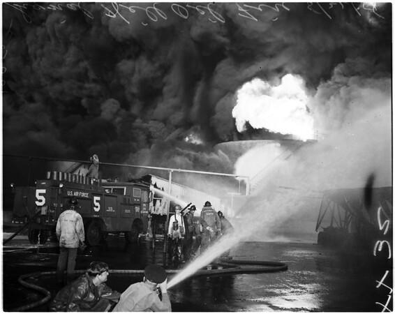 Hancock Oil fire in Signal Hill, 1958