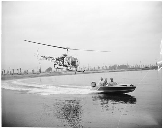 Speed boat rodeo Santa Claus stunt, 1955
