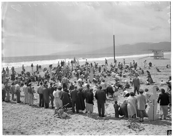 Easter egg hunt at Ocean Park, 1957