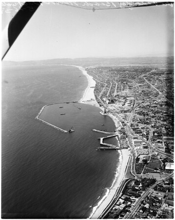 Redondo Breakwater completed (small yacht harbor), 1958
