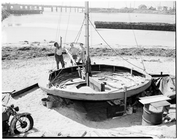 "Freak boat (sailing saucer boat named ""Fat Mary""), 1954"