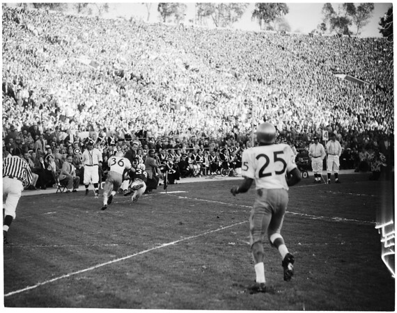 Football -- Rose Bowl -- Washington vs. Wisconsin,1960