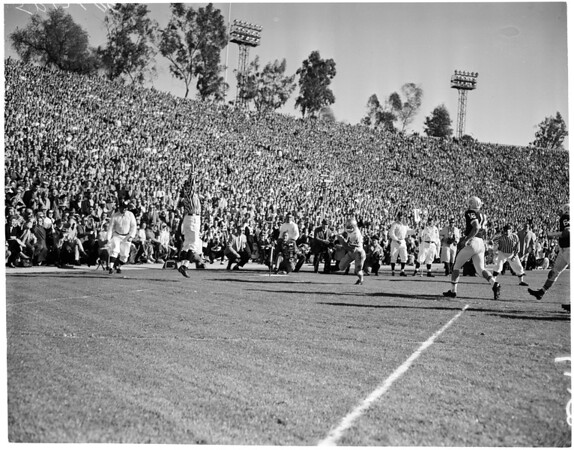 Football -- Rose Bowl -- Washington vs. Wisconsin, 1960
