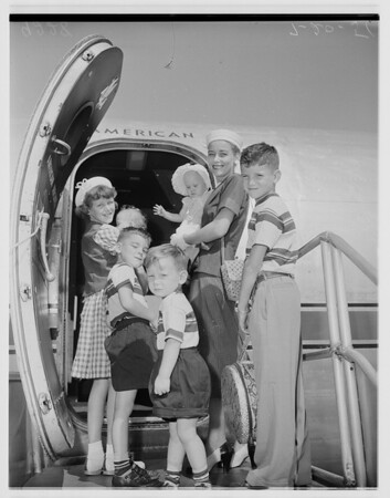 The H.T. Fisk Family flies to San Antonio, 1951