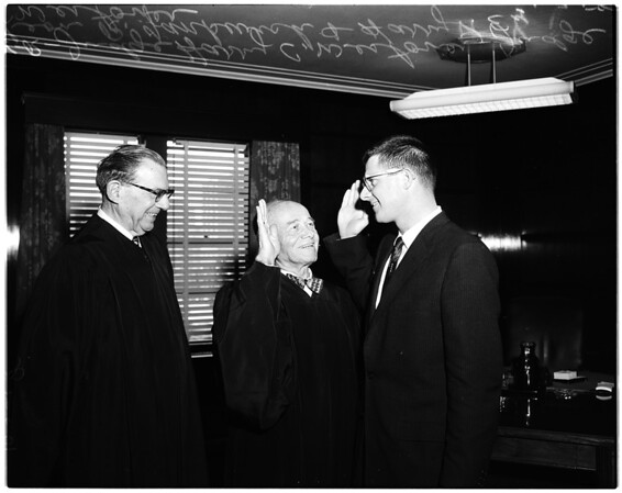 Sworn in to practice before Federal courts, 1958