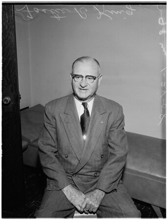 Chief deputy city clerk retires, 1958