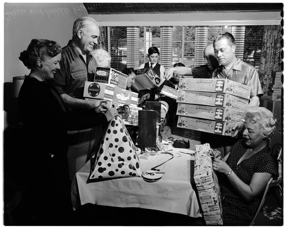Gift wrapping, 1956