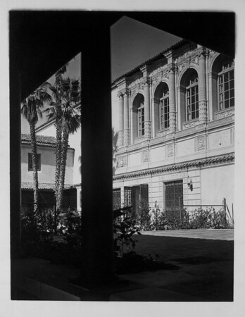 The outdoor reading room and rose garden of the Pasadena Public Library, ca. 1930