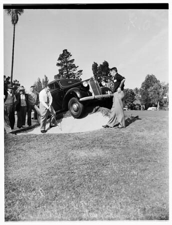 Runaway car in golf course, Pasadena, 1951