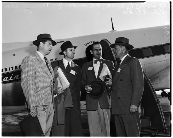 Arrivals. Fifth Annual Convention of the National Federation of Financial Analysts Societies, 1952